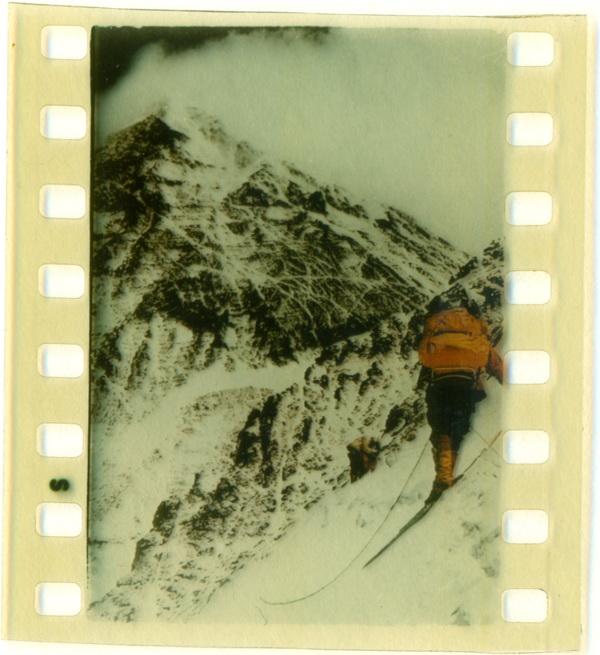 Varful Ciomolungma (Everest) din Lantul muntilor Himalaia