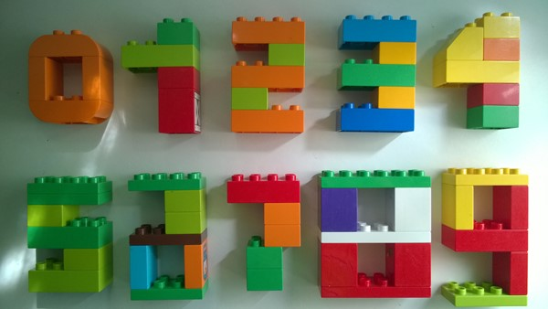 Cifre folosind piese LEGO DUPLO